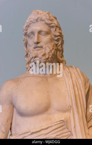 Italia, Nápoles, el museo nacional, el busto de antiguo romano Foto de stock