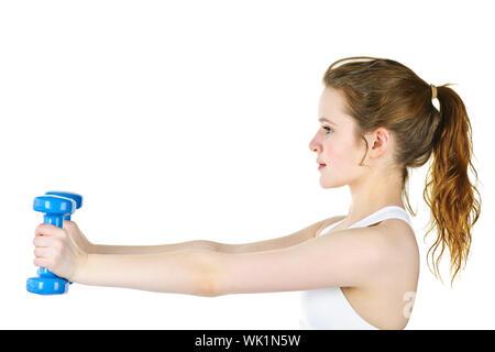 Determina colocar saludable joven levantando pesas para gimnasia