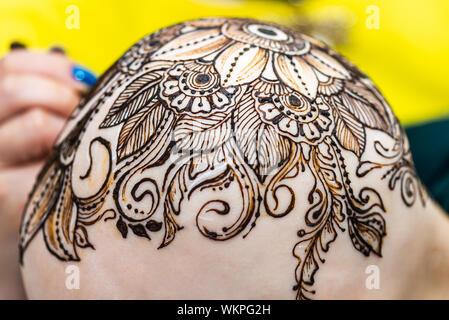 Proceso De Dibujo De Tatuaje De Henna Mehndi Womans Calva