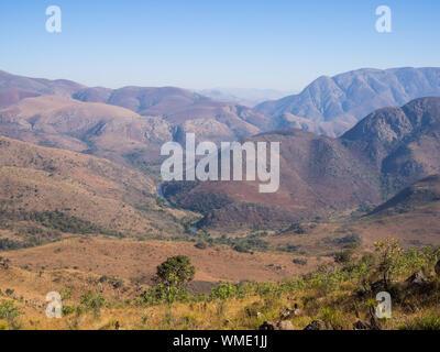 Vista panorámica de las montañas contra el cielo claro