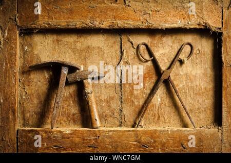 Close-up de las herramientas de la Carpintería de madera sucia Nicho
