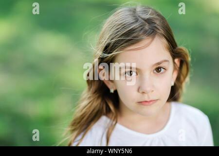 Retrato de la hermosa joven Foto de stock