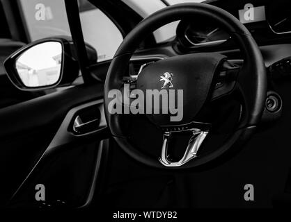 Brasilia, Distrito Federal, Brasil. Circa 2019. Fotografía del interior de un Peugeot 208 modelo Griffe 2014 coche.