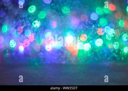 Bokeh luces multicolores Garland. Fondo de desenfoque hermosos colores pastel, violeta, verde,rosa. Concepto de vacaciones, Navidad, Año Nuevo.