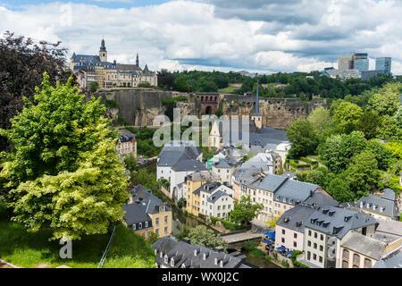 Vistas sobre el casco antiguo de Luxemburgo, declarado Patrimonio de la Humanidad por la UNESCO, Luxemburgo, Europa