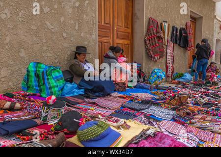 Concurrido mercado dominical de Tarabuco, departamento de Sucre, Bolivia, América Latina