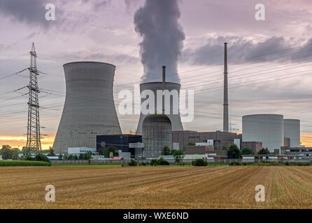 Planta de energía nuclear de luz del atardecer
