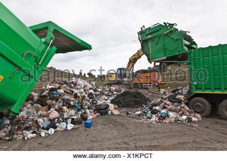 Maquinaria en el centro de recolección de basura