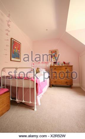 Muebles de cajones de madera y hierro fundido Victoriano blanco cama ...