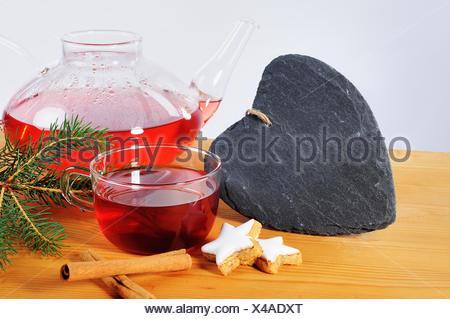 Tee, tasse, Schieferherz Teekanne und Dekoration de Adviento