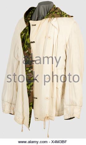 Una chaqueta de invierno reversible en la primavera de camuflaje ...