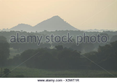 Cerca de monzón, cerca de Devigarh Udaipur, Rajastán, India, Asia Foto de stock
