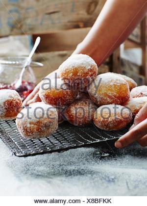 Atasco buñuelos rellenos de cerca Foto de stock