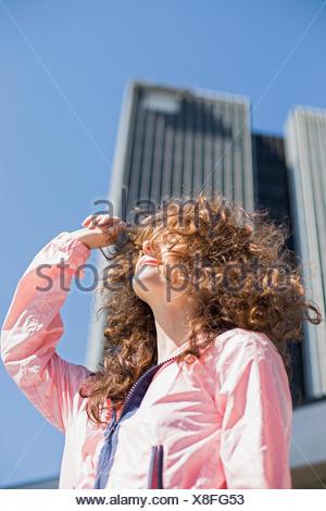 Retrato de una mujer joven. Foto de stock