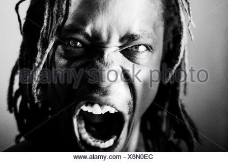 Primer plano Retrato del hombre enojado
