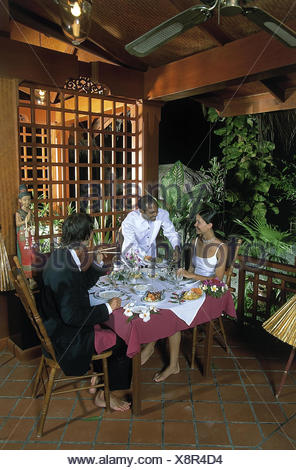 Restaurante Terraza Asiática Pareja Elegantemente Kick
