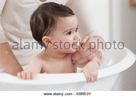Baby Boy tener un baño