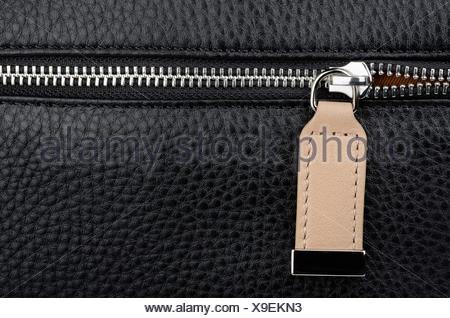Bolsa de cuero con cremallera