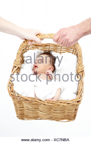 Canasta De Recien Nacido.Bebe Recien Nacido Celebrada En Canasta Por Parte De Los