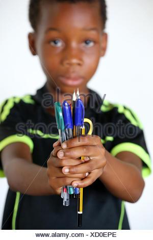 La escuela primaria de África. niño patrocinado por la ONG la chaine de l'espoir. LOME, Togo.