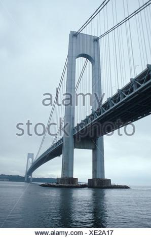 Un nublado día gris en el Puente Verrazano