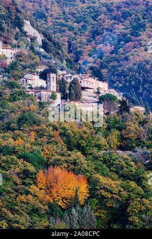 Petit village dans les Alpes Apuanes, célèbre pour l'extraction de marbre Banque D'Images