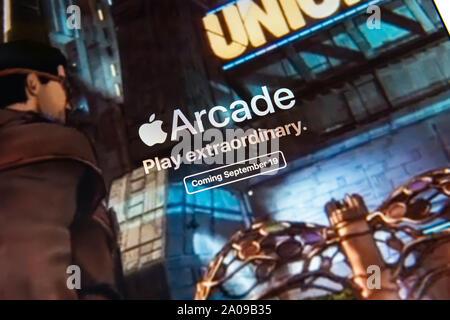 Kiev, Ukraine - le 19 septembre 2019: un gros plan du site apple.com avec une annonce à propos de Apple Inc. publié officiellement l'Apple Arcade, t Banque D'Images