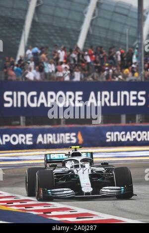 Singapour. Sep 20, 2019. Valtteri Bottas de lecteurs de Mercedes au cours de la première session de la pratique de la Formule Un Grand Prix de Singapour qui a eu lieu à la Marina Bay Street Circuit dans Singapour le 20 septembre 2019. Credit: Puis Chih Wey/Xinhua/Alamy Live News Banque D'Images