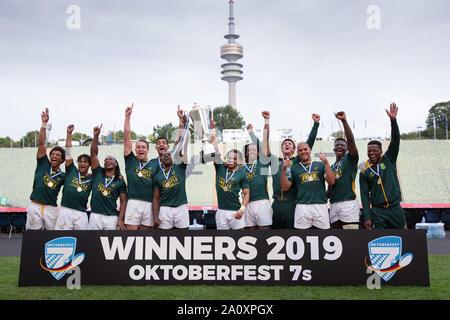 Munich, Allemagne. 22 Sep, 2019. Tournoi de rugby à VII de l'Oktoberfest à Munich le 21 et 22 septembre 2019. Photo de gagnant gagnant du tournoi Afrique du Sud. Credit: Juergen Kessler/Kessler-Sportfotografie/dpa/Alamy Live News