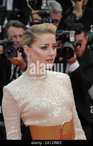 Mai 15th, 2019 - Cannes ambre entendu répondre à ses fans avant le LES MISERABLES tapis rouge lors de la 72e édition du Festival de Cannes 2019. Banque D'Images