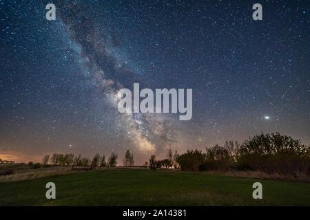 Jupiter (à droite), Saturne (centre) et de Mars (à gauche) le long de l'été, de l'écliptique de l'Alberta, au Canada. Banque D'Images