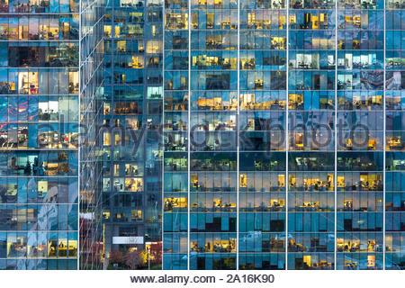 Façade d'un immeuble de bureaux à Santiago de Chile Banque D'Images