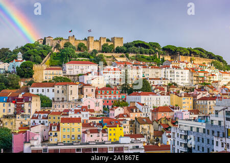Lisbonne, Portugal Ville vers le château Sao Jorge dans la journée. Banque D'Images