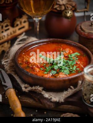 Casserole de viande avec la sauce piquante Banque D'Images