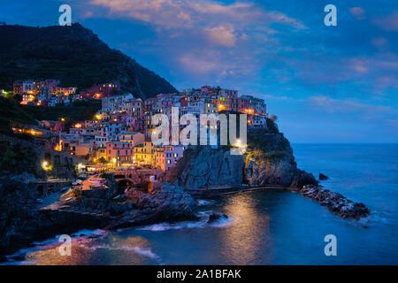 Manarola village dans la nuit, Cinque Terre, ligurie, italie