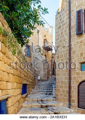 Israël, Tel Aviv, Tel Aviv. Ruelle de la vieille ville de Jaffa, et bâtiments historiques en pierre. Banque D'Images