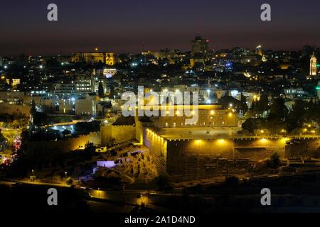 Au coucher du soleil Vue de la mosquée Al-Aksa construit au sommet du Mont du Temple, connu sous le nom de Al Aqsa composé ou Haram esh-Sharif, dans la vieille ville de Jérusalem-Est Israël Banque D'Images