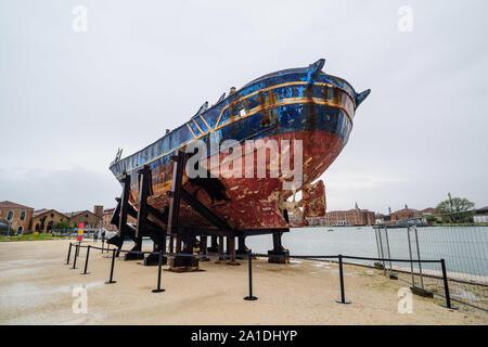 Biennale de Venise, 2019, puissiez-vous vivre en des temps intéressants; Christoph Büchel, 'Barca Nostra 2018-2019', '2250 x 710 x 860', 'chiffsrack 18. Avril 2015