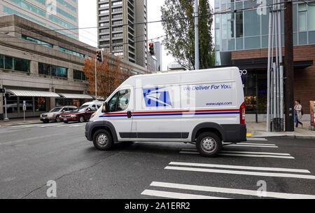 Seattle, WA/USA-6/15/19: un service postal des États-Unis, USPS, camion des livraisons dans une zone urbaine. Banque D'Images