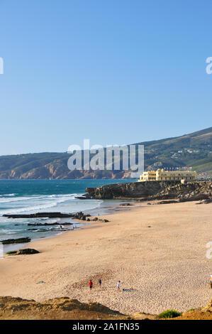 La plage de Guincho et Serra de Sintra. Cascais, Portugal