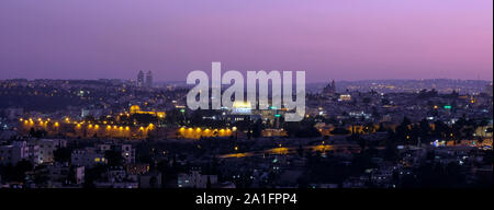 Vue panoramique sur le dôme du Rocher et la mosquée Al-Aqsa construite au dessus du Mont du Temple, connu sous le nom de Al Aqsa composé ou de Haram al-Sharif, dans la vieille ville de Jérusalem Israël Banque D'Images