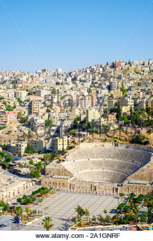 La Jordanie, Amman, Amman Gouvernorat. 2ème-siècle théâtre romain sur le Royaume hachémite Plaza dans le centre de Amman. Banque D'Images