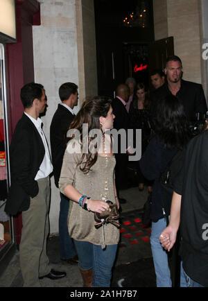 Londres, Royaume-Uni. 13 Oct, 2017. Londres, ANGLETERRE - 30 septembre 2006: La Princesse Béatrice d'York laissant le Cuckoo Club de nuit à Londres. Le 30 septembre 2006, Londres: Princesse Béatrice d'York Credit: tempêtes Media Group/Alamy Live News Banque D'Images