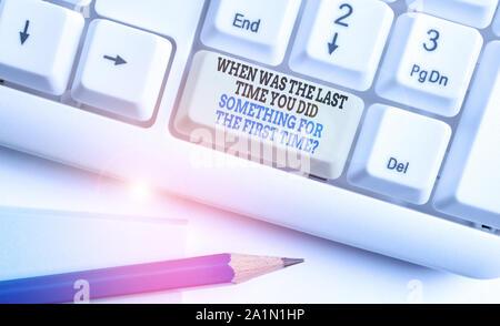 Écrit remarque montrant quand était la dernière fois que vous Ded. Concept d'affaires pour quand était la dernière fois que vous avez fait quelque chose pour la première fois Question White Banque D'Images