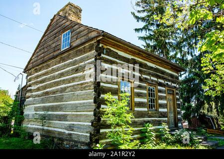 Vieille maison de rondins, Sheetz, Northumberland Avenue, New York Banque D'Images