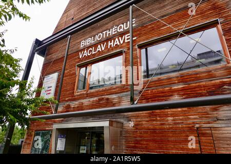 Bibliothèque Vaclav Havel, Bibliothèque Vaclav Havel, une bibliothèque publique du 18ème arrondissement de Paris, France à la halle Pajol. Banque D'Images