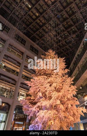 L'éclairage blanc hiver KITTE, célèbre festival lumière romantique jusqu'événements dans la ville, belle vue, les attractions touristiques populaires, de destinations de voyage Banque D'Images