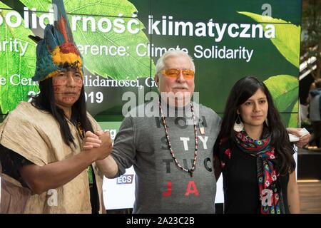 Lech Walesa, Antonella Calle, président de Yasunidos, mouvement et Manari Ushigua, le chef de la nation, Sápara à Gdansk, Pologne. 29 septembre 20 Banque D'Images