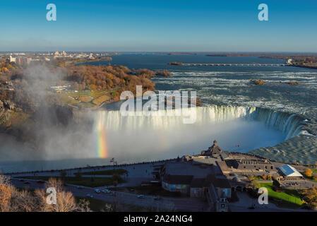 Niagara Falls au coucher du soleil Banque D'Images