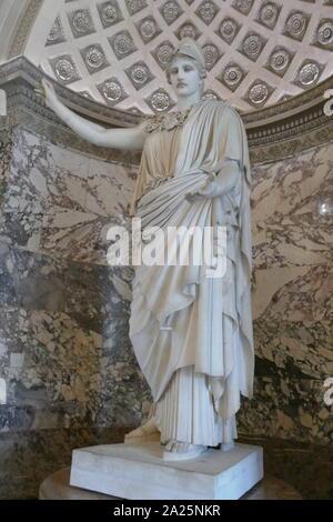 L'athena pallas de Velletri velletri ou un type de statue en marbre classique d'Athena, le port d'un casque. Banque D'Images